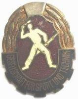 NDR - Svazarm - muž s puškou a granátem
