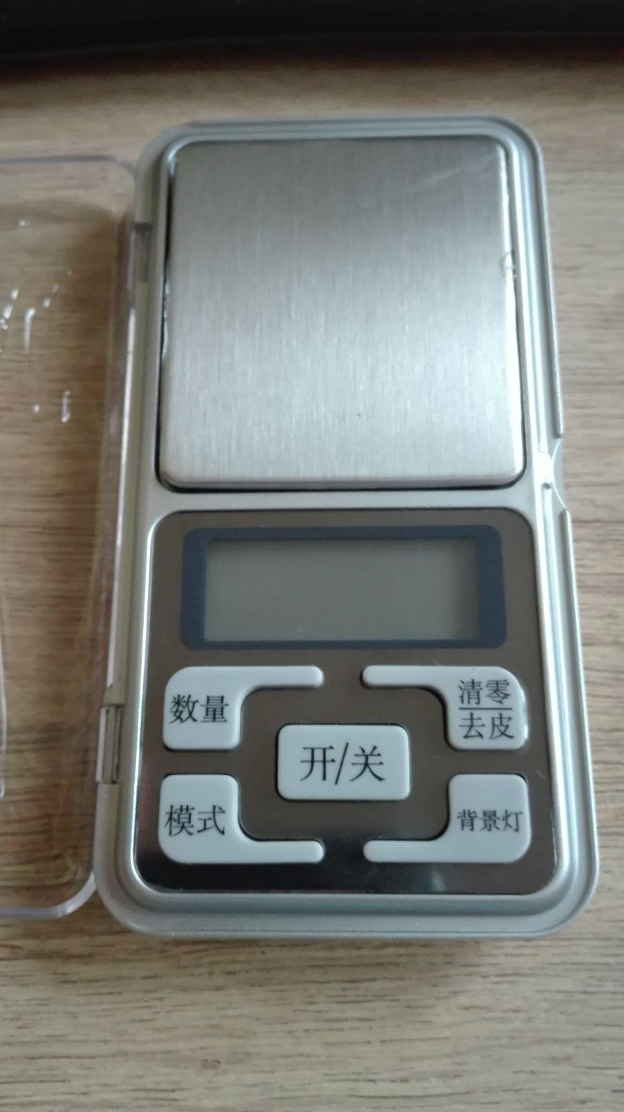 Digitální váha s rozlišením 0,01g (max. 200g), čínské znaky