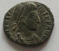 AE-1/2, centenionalis, žoldnéř zabíjí zajatce, Constatntinus II., 337-61, Řím-císařství