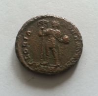 AE-2, vzácnější varianta stojící panovník, Theodosius, 379-95, Řím-císařství