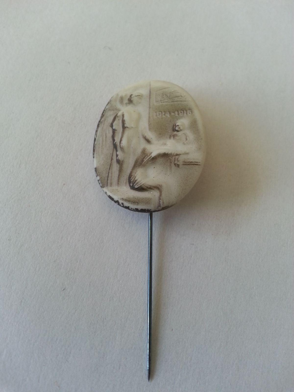 Vdovám a sirotkům, porcelánový odznak 1.sv. války, R-U