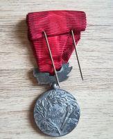 Medaile Za zásluhy o obranu vlasti s dekretem prezidenta, stříbro, značeno ZUKOV a puncováno