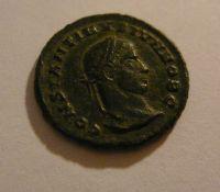 AE-Centenionalis, Constantinus II.jako Caesar, věnec, Řím-císařství, 324-37