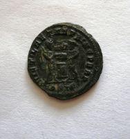 AE-3, Constantinus I., 307-37, dvě Viktorie u oltáře, Řím-císařstsví