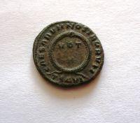 AE-centenionalis, Crispus, 316-26, věnec, Řím-císařství